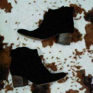 Black leather Chinese laundry booties